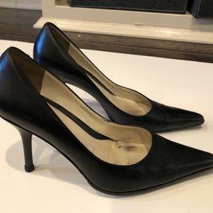 Amalfi Black Leather Pointy Toed High Heel Size 6